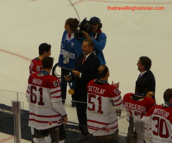 Crosby receiving hockey gold in Vancouver 2010